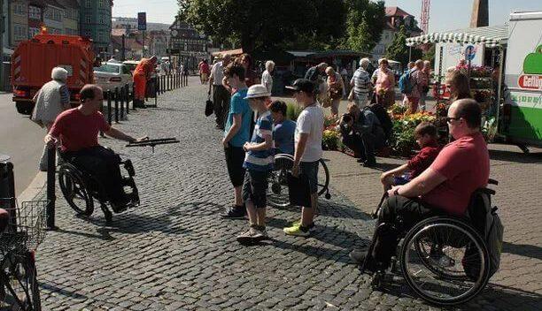 Ist das schlimm, wenn nicht behinderte Kinder Rollstuhl fahren cool finden?